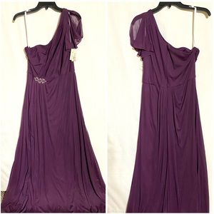 BEAUTIFUL GOWN BY DAVIDS BRIDAL SIZE 12 NWT